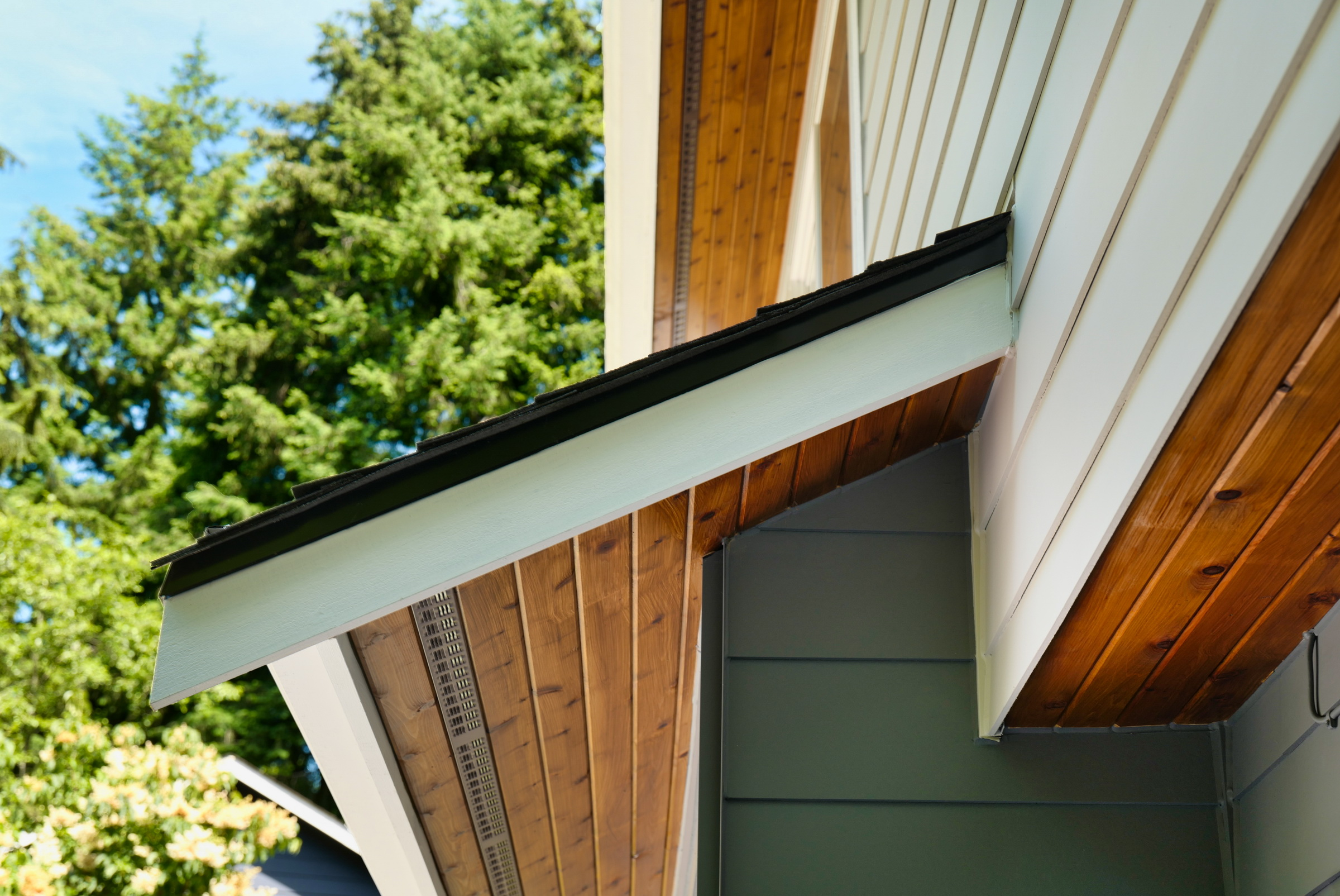 Elegant siding and soffit contrast by Exterior Crew in Bothell, WA